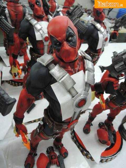 Marvel : Deadpool Premium Format Figure di Sideshow - In Produzione