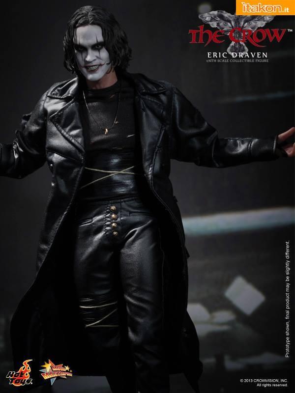 """The Crow """"Eric Draven"""" di Hot Toys finalmente svelato nelle foto ufficiali"""