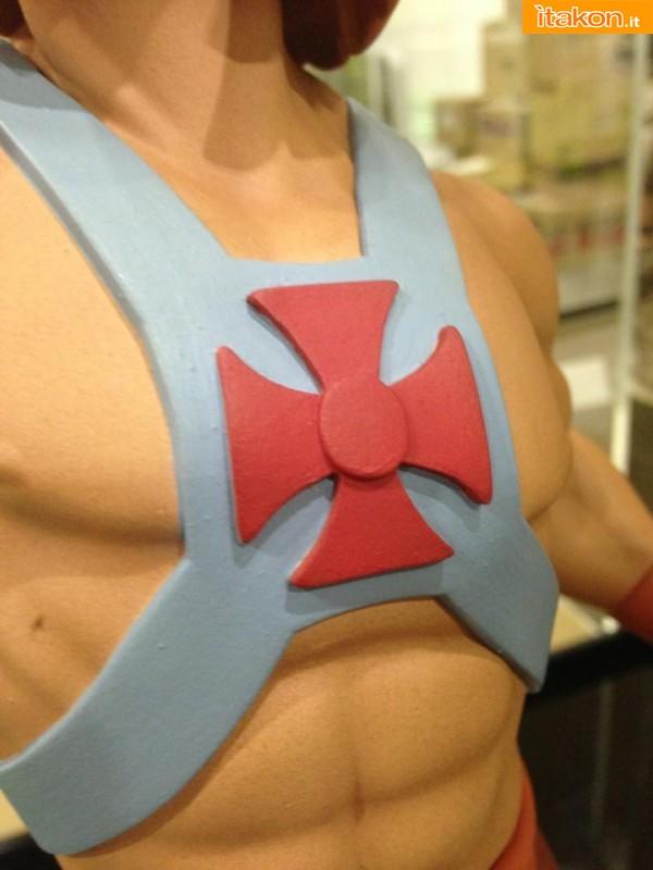 STGCC 2013: Prime foto della statua di He-Man 1/4 di Pop Culture Shock