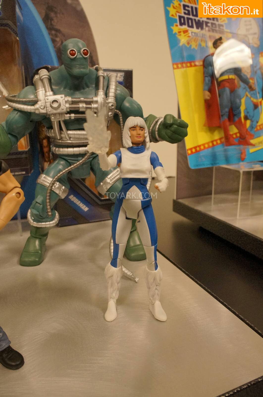 Link a Toy-Fair-2014-Mattel-DC-Comics-041