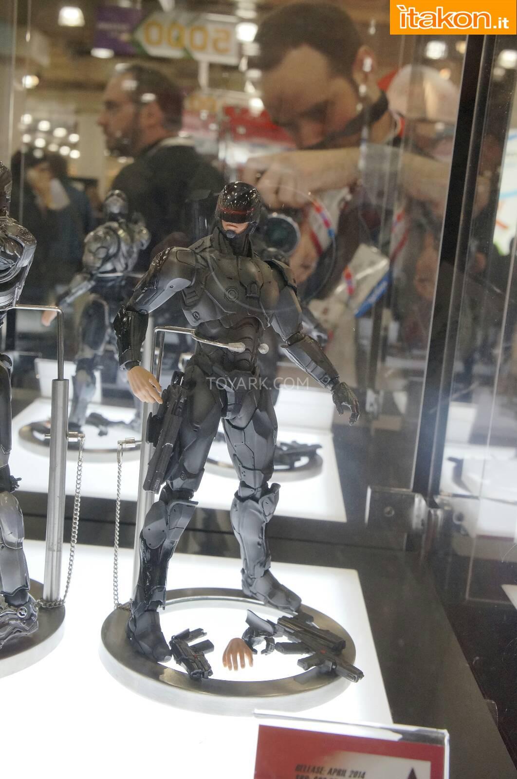 Link a Toy-Fair-2014-Square-Enix-Robocop-Play-Arts-Kai-004