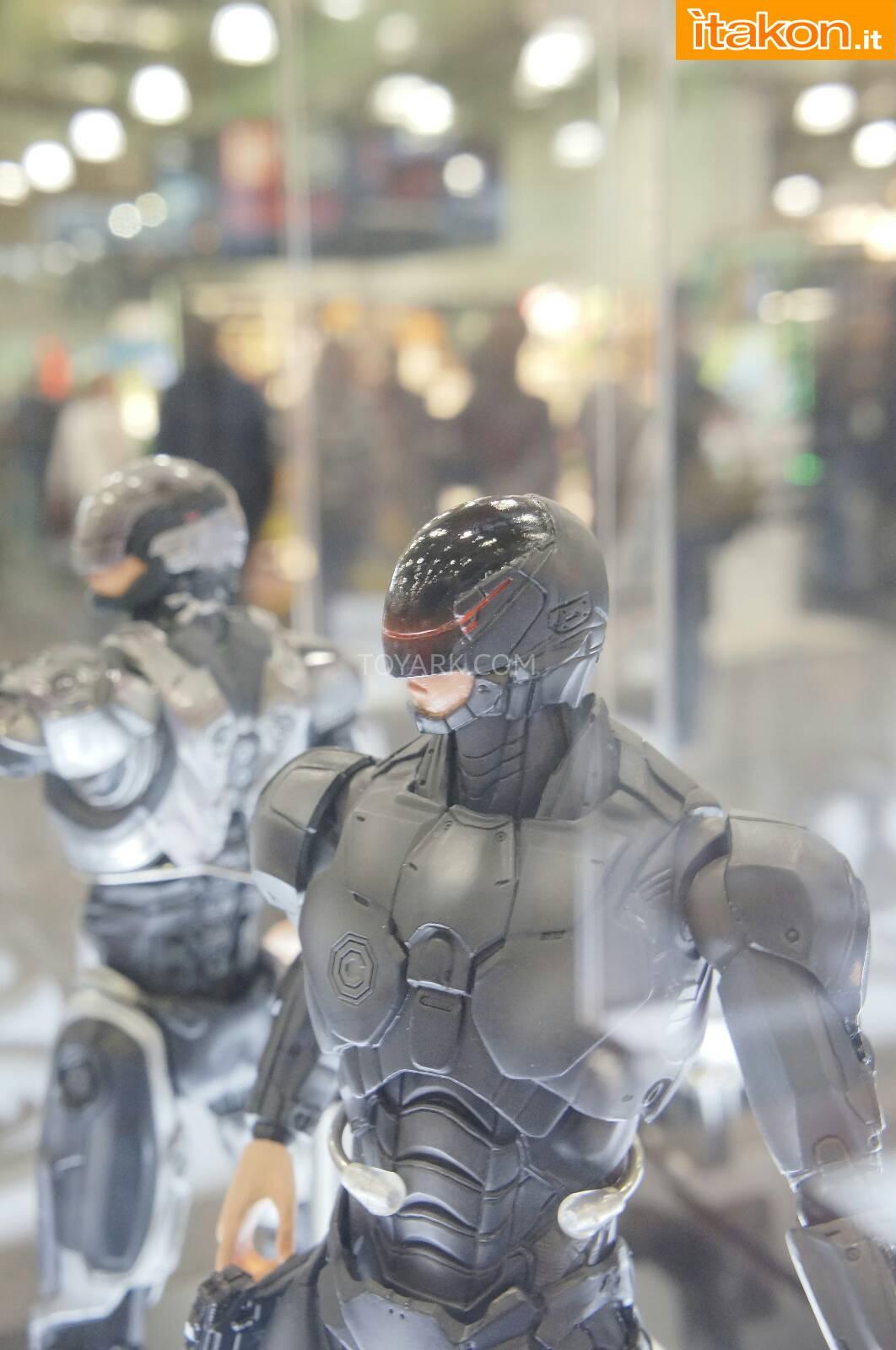 Link a Toy-Fair-2014-Square-Enix-Robocop-Play-Arts-Kai-006