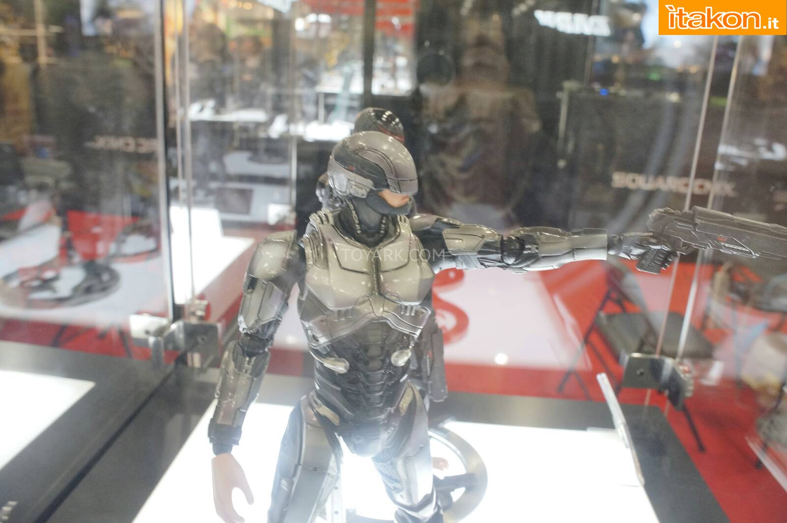 Link a Toy-Fair-2014-Square-Enix-Robocop-Play-Arts-Kai-008