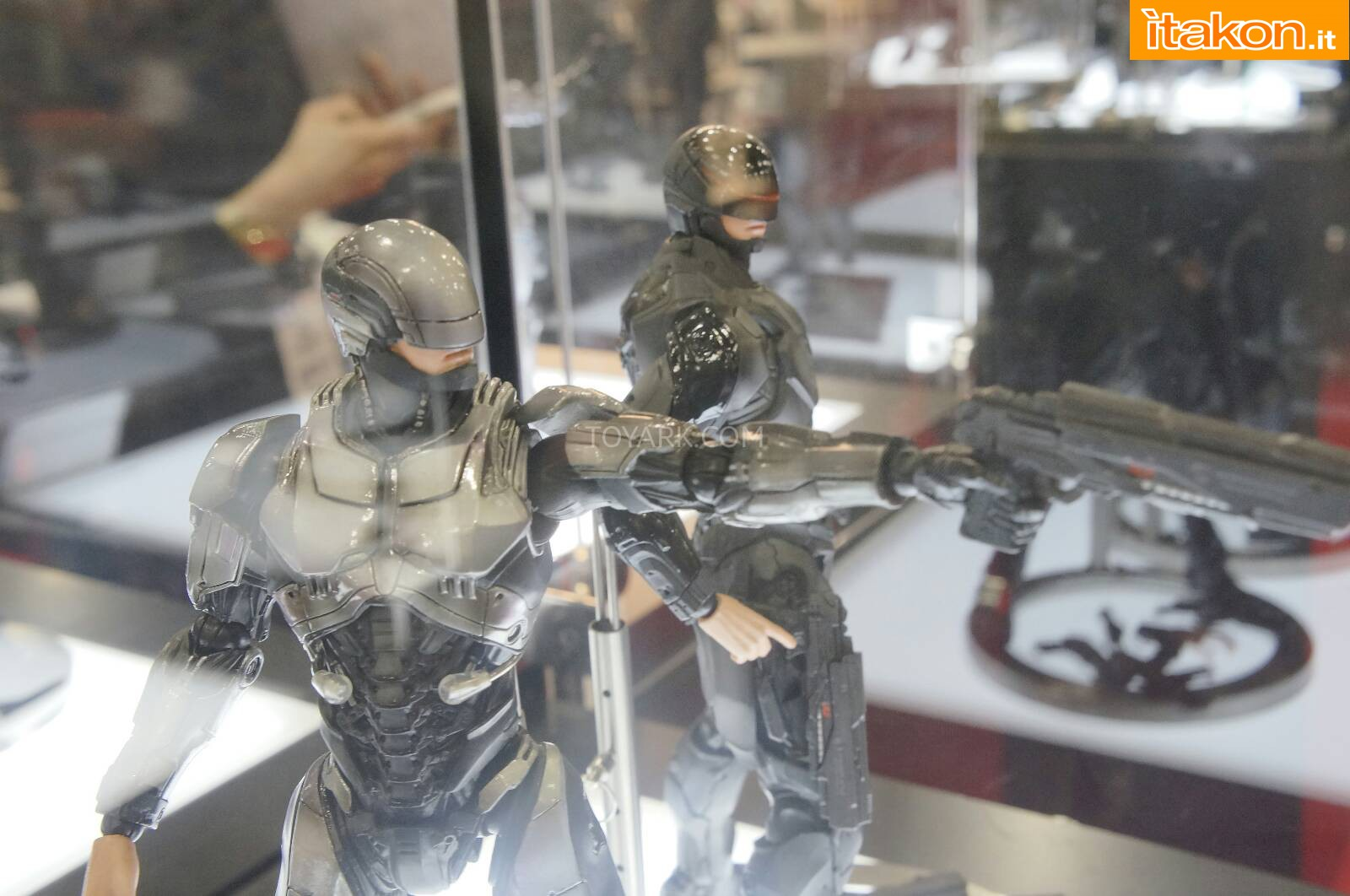 Link a Toy-Fair-2014-Square-Enix-Robocop-Play-Arts-Kai-010