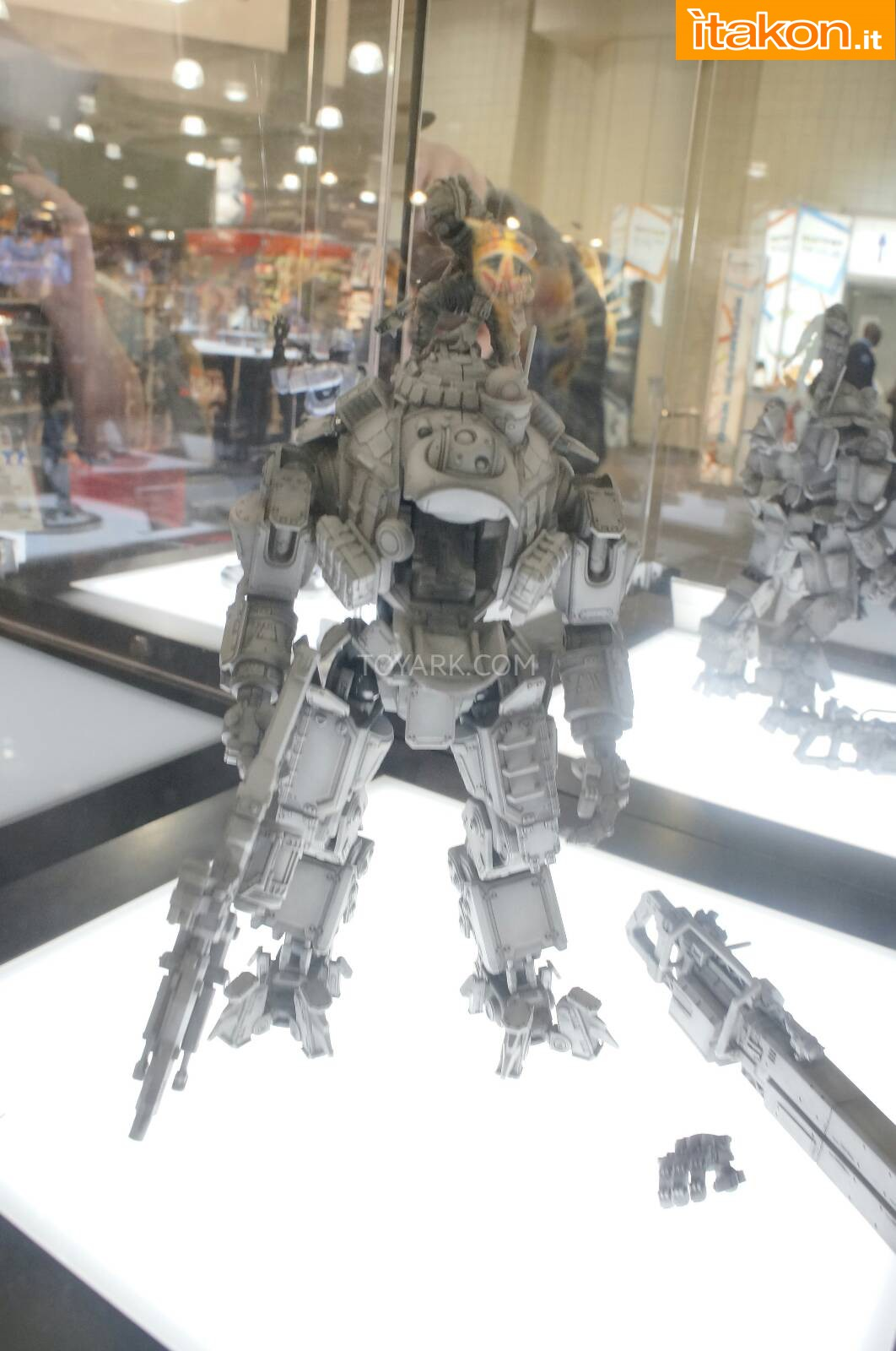 Link a Toy-Fair-2014-Square-Enix-Titanfall-Play-Arts-Kai-013