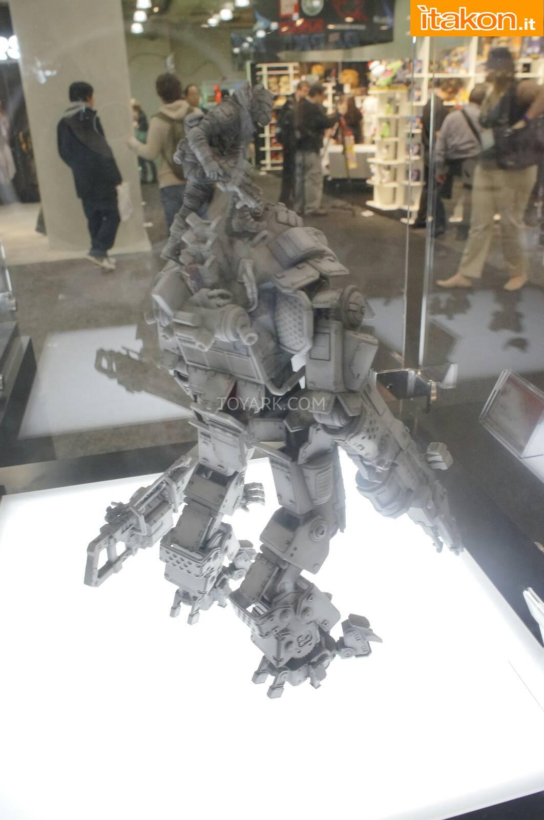 Link a Toy-Fair-2014-Square-Enix-Titanfall-Play-Arts-Kai-017