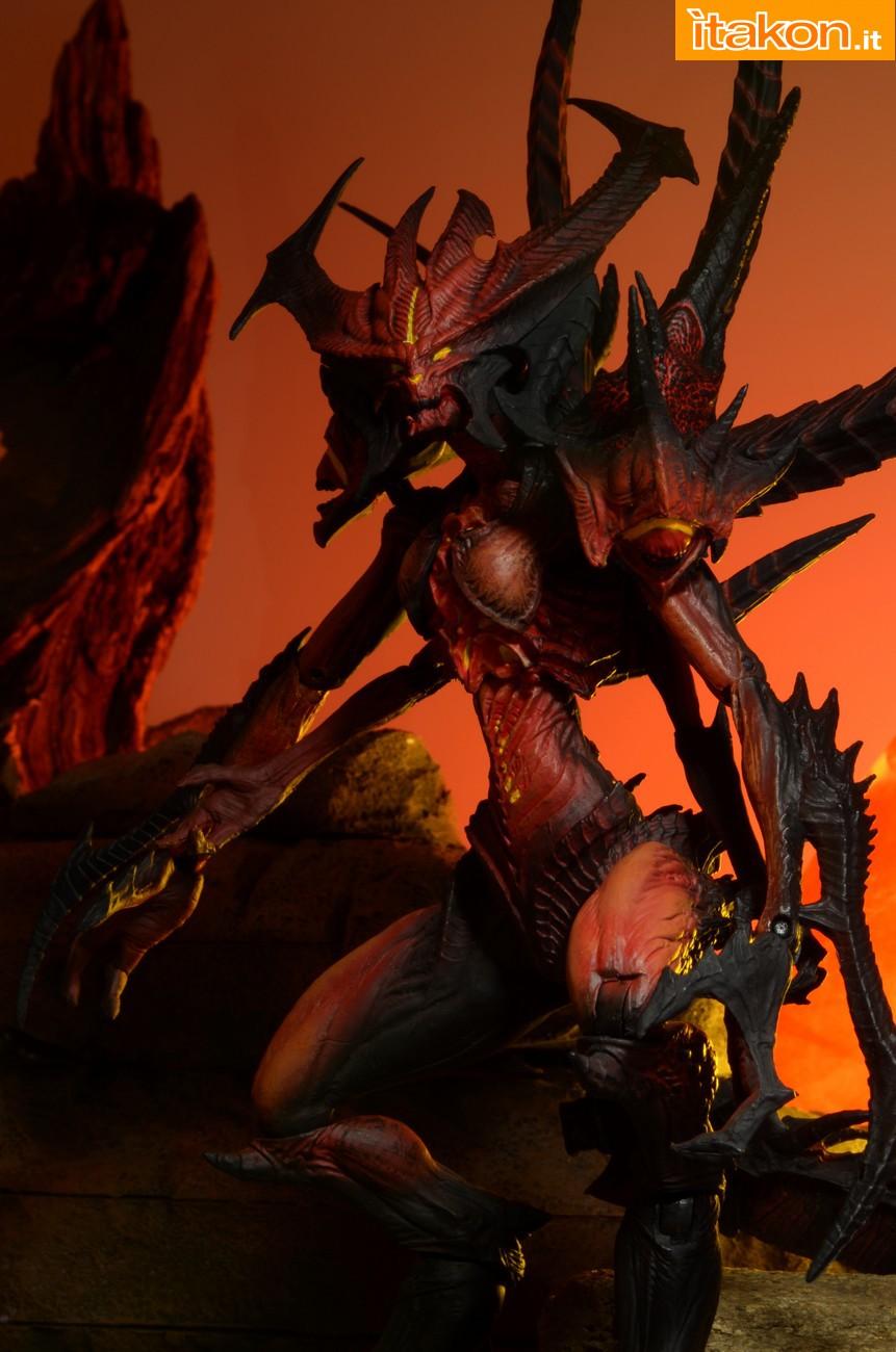 Link a Diablo-III-Diablo-Deluxe-Figure-002
