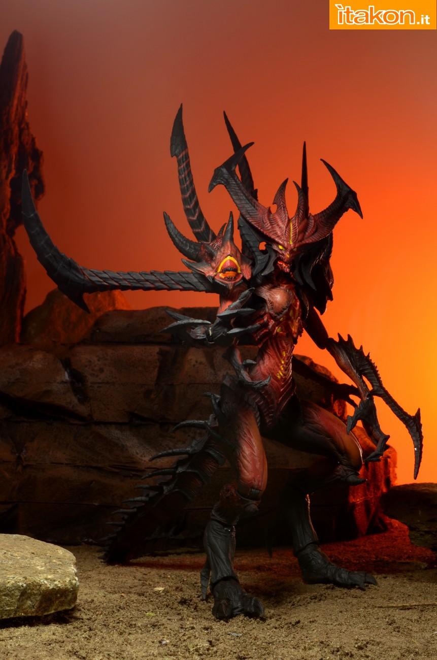 Link a Diablo-III-Diablo-Deluxe-Figure-003