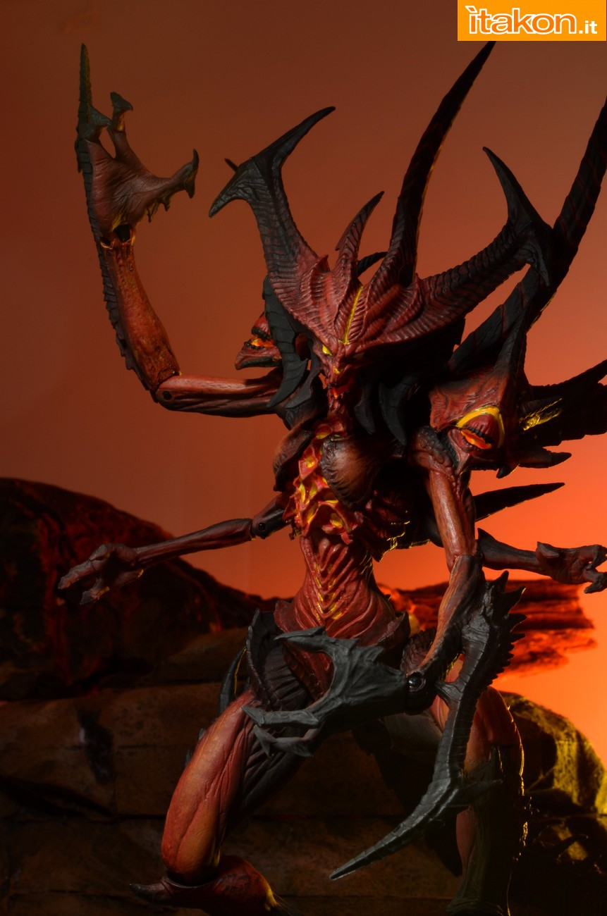Link a Diablo-III-Diablo-Deluxe-Figure-004