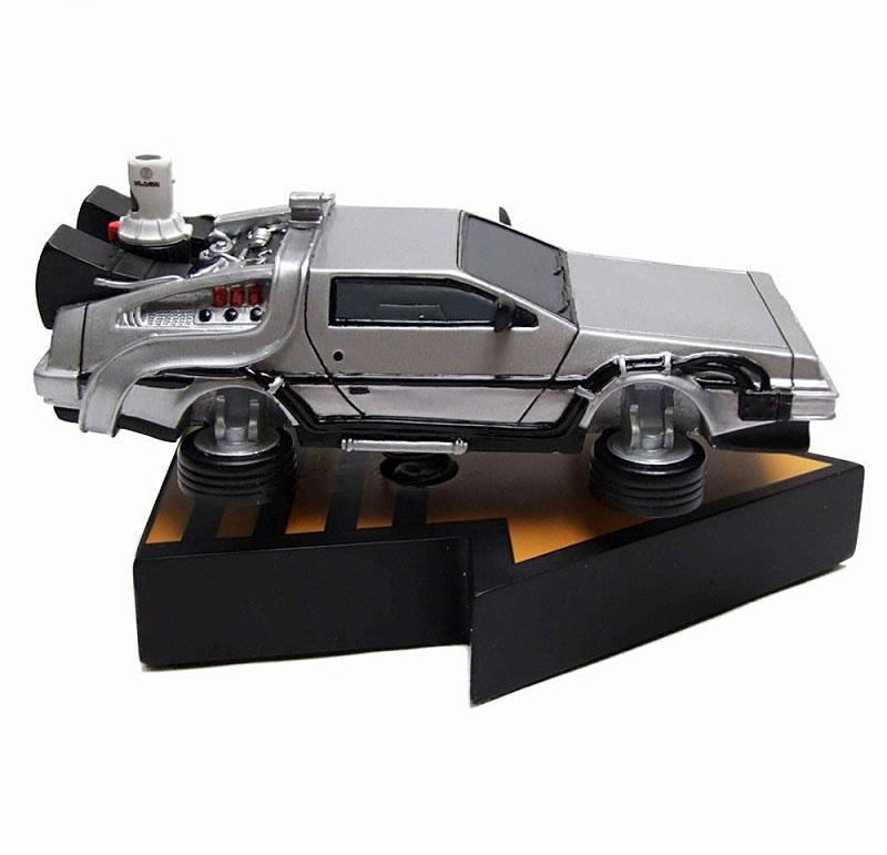 Link a DeLorean – Back To The Future 2 – Premium Motion Statue 03