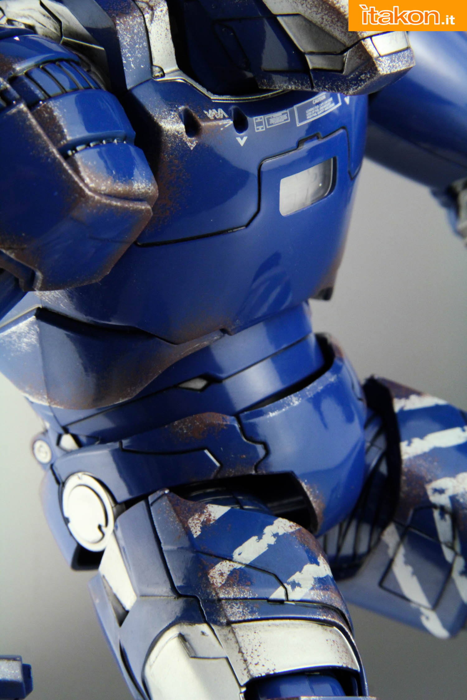Link a comicave-igor-iron-man-figure-35