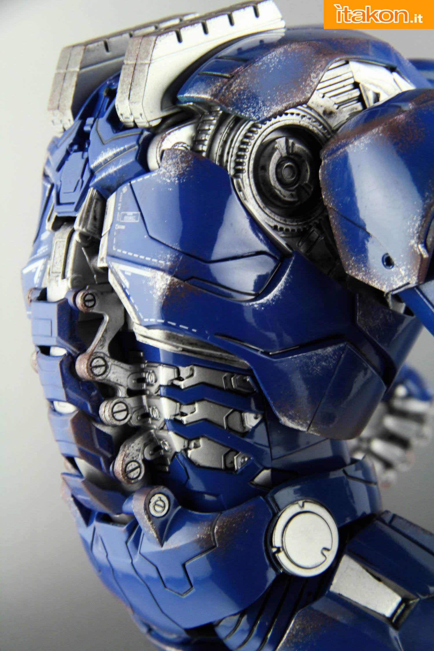 Link a comicave-igor-iron-man-figure-36