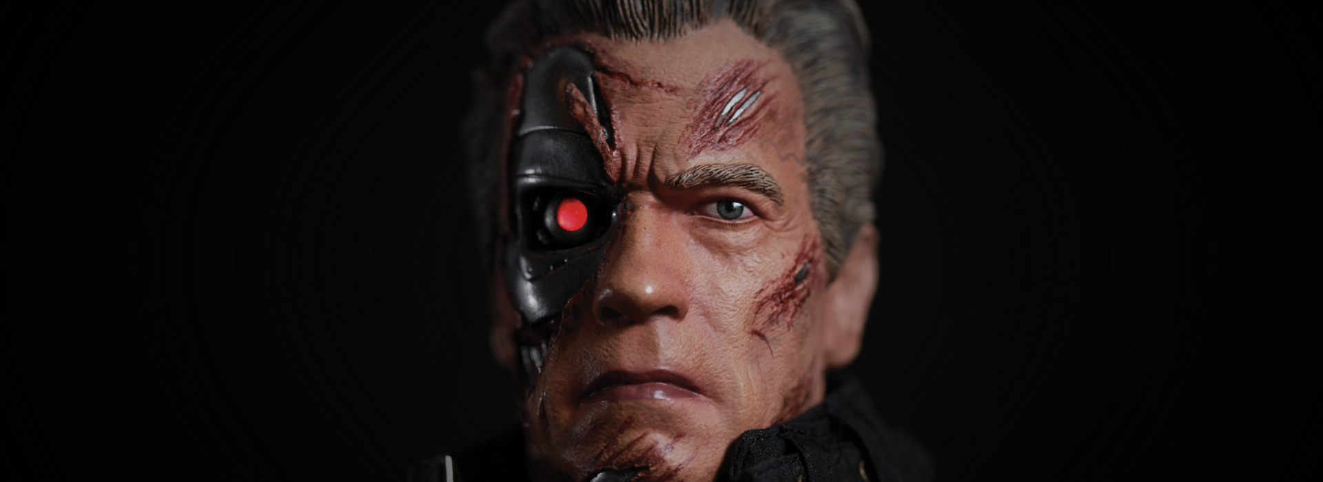 Link a Terminator-Genisys-Guardian-T-800-Statue-003