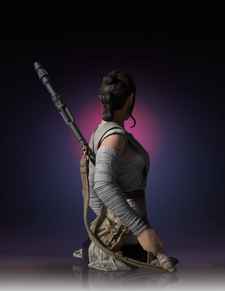 Link a Gentle-Giant-TFA-Rey-Bust-007