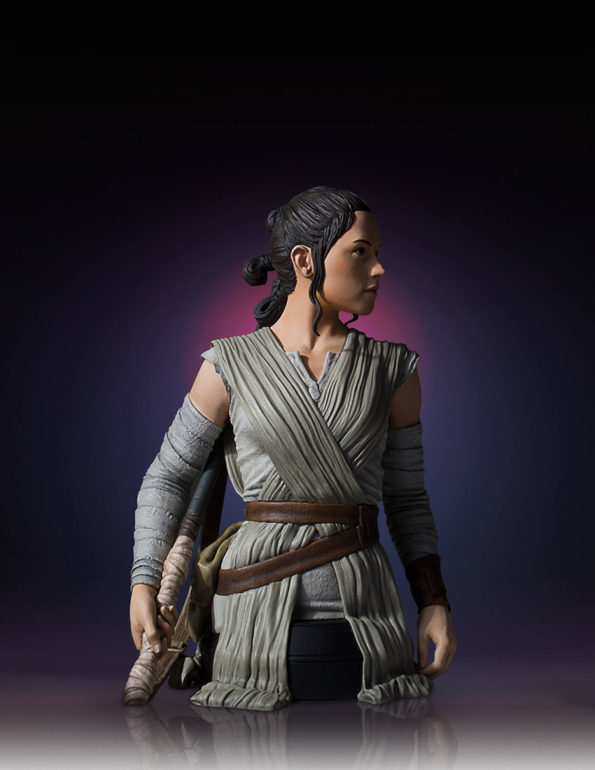 Link a Gentle-Giant-TFA-Rey-Bust-008