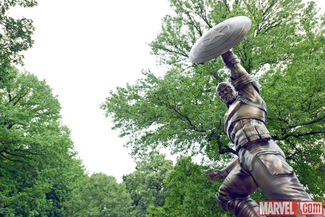 Link a Captain-America-Life-Size-Statue-in-NY-1