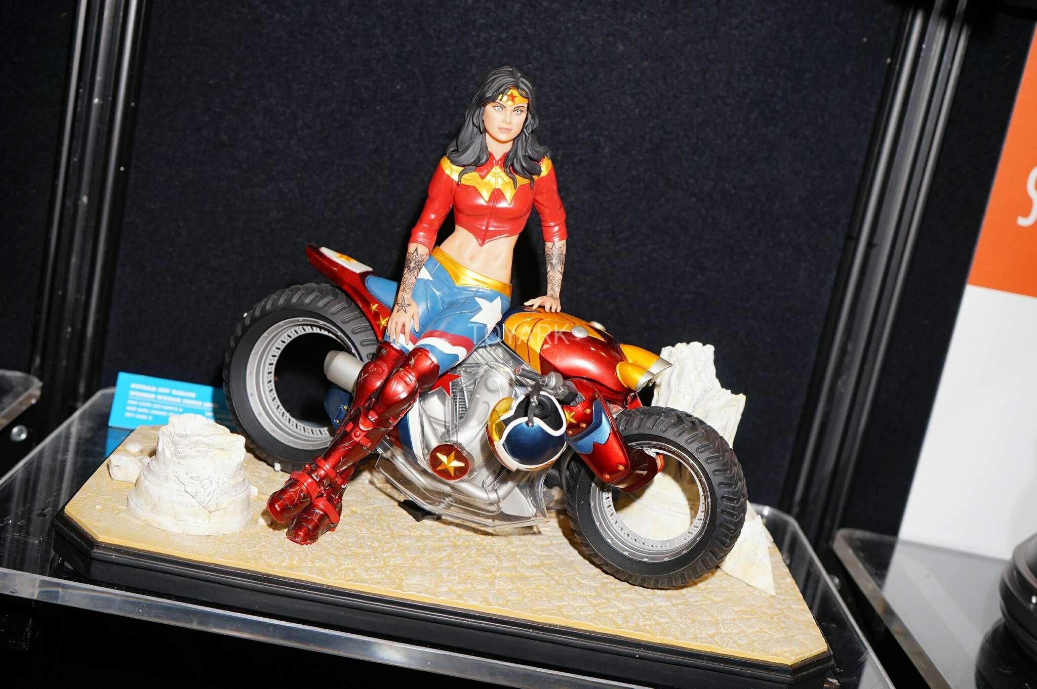 Link a Toy-Fair-2017-DC-Collectibles-208
