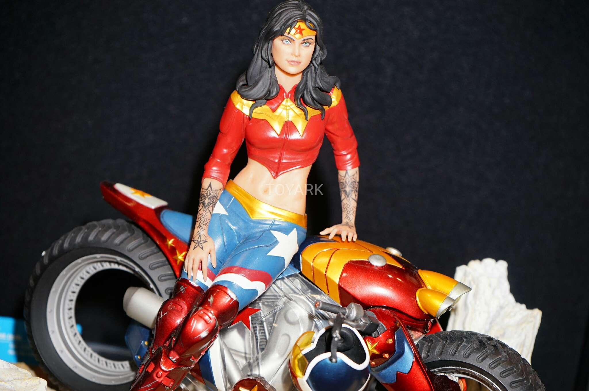 Link a Toy-Fair-2017-DC-Collectibles-209