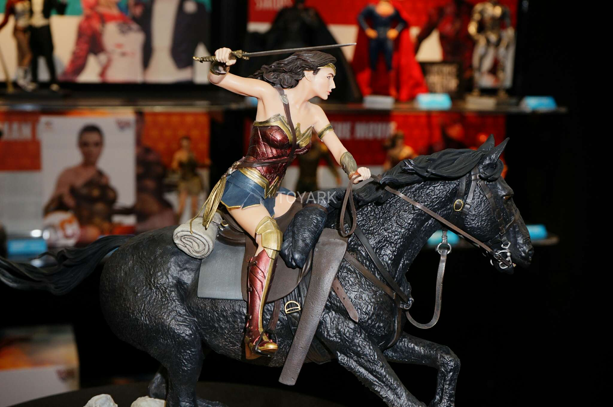 Link a Toy-Fair-2017-DC-Collectibles-223