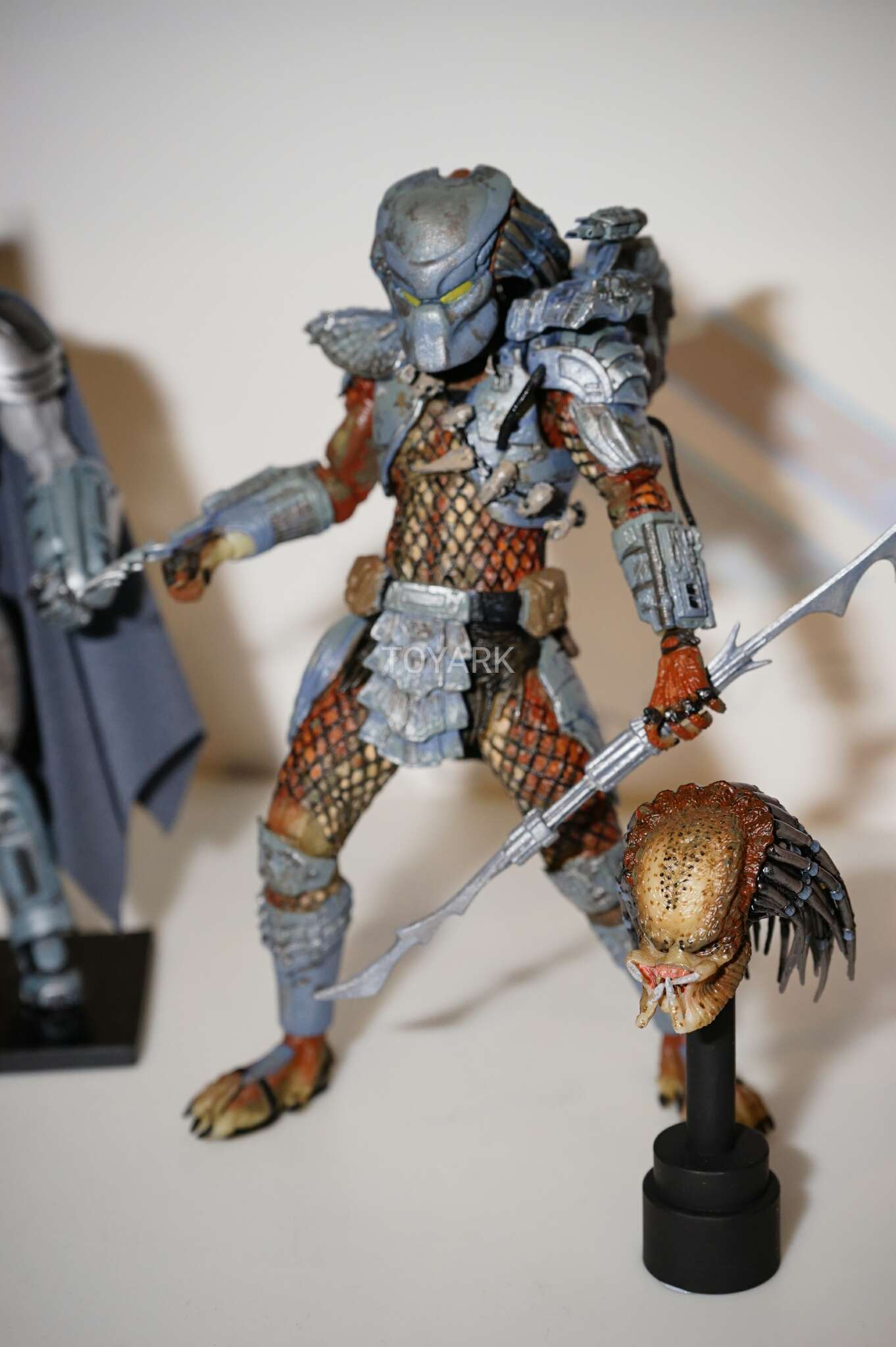 Link a Toy-Fair-2017-NECA-DC-vs-Aliens-and-Predator-021