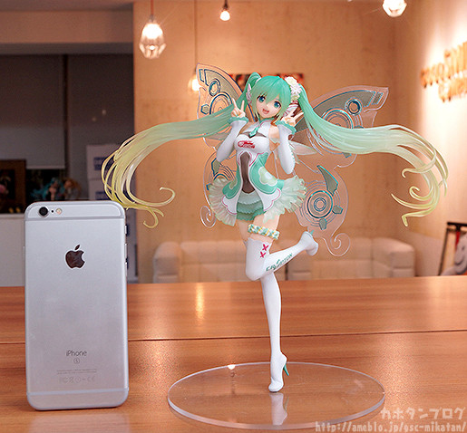Link a Racing Miku 2017 GSC preview 10
