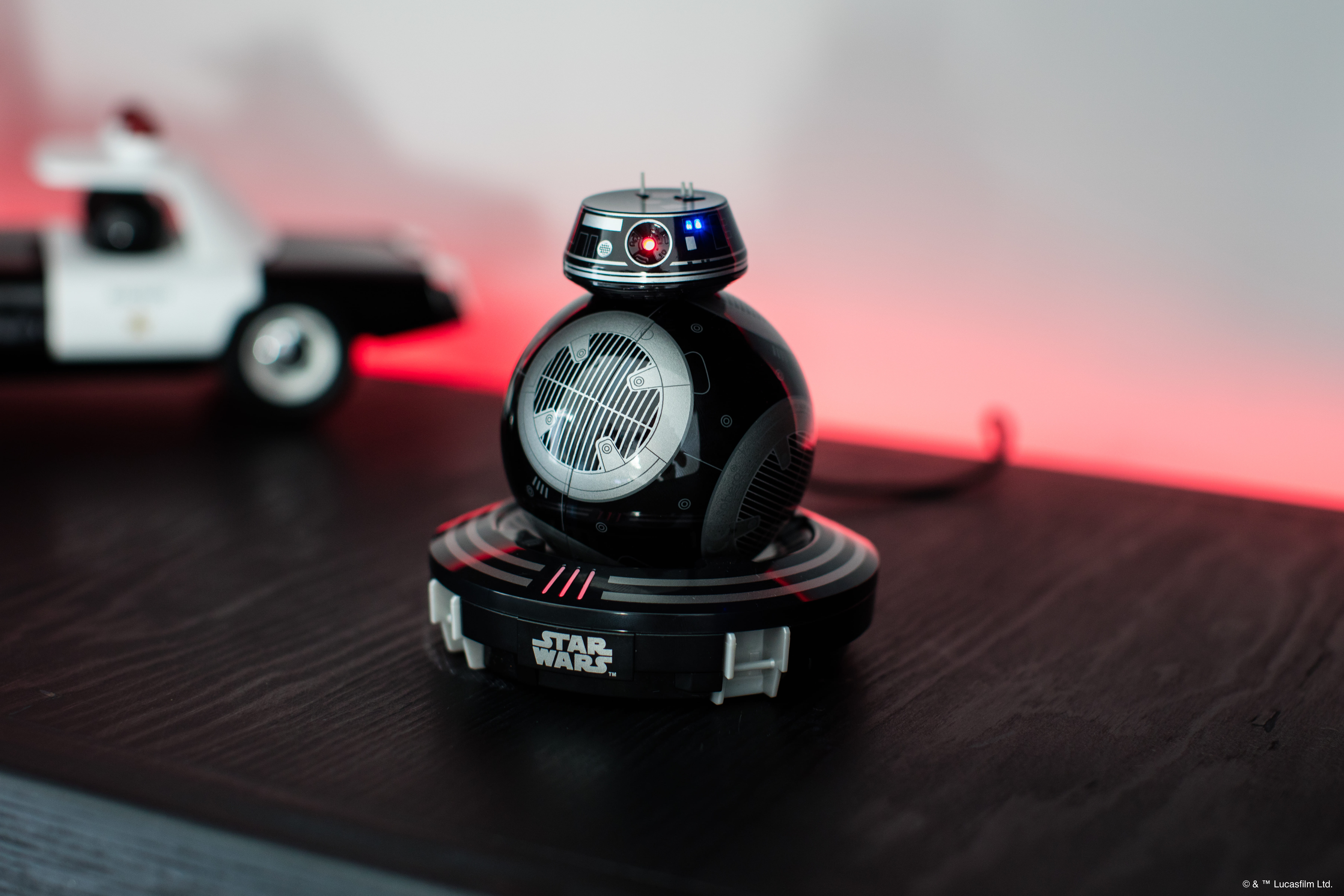 Link a Star-Wars-Sphero-BB-9E-2