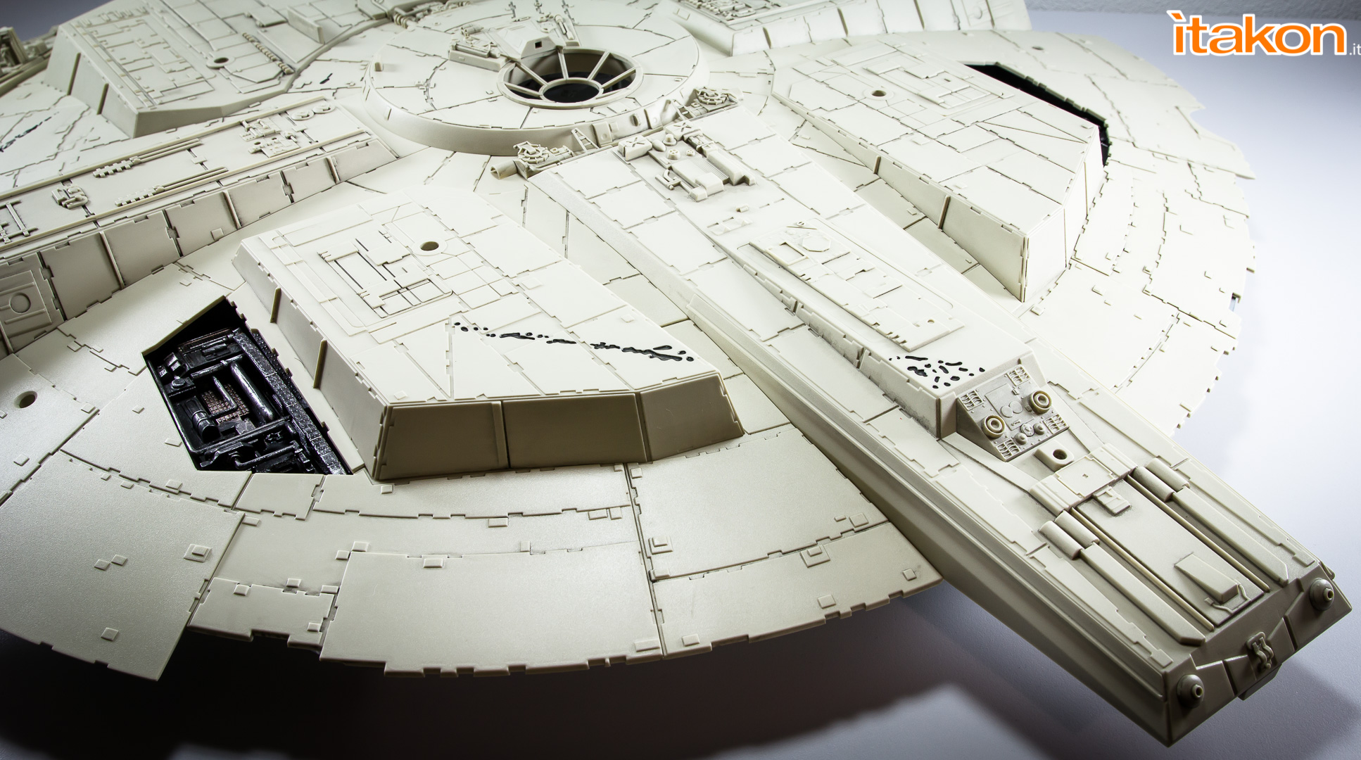 Link a Millennium Falcon DeAgostini Itakon-10