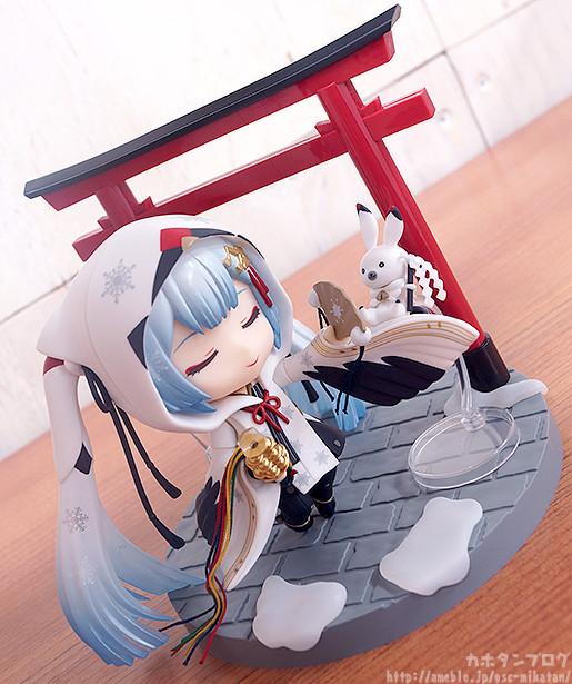 Link a Nendoroid Snow Miku Crane Priestess GSC preview 10