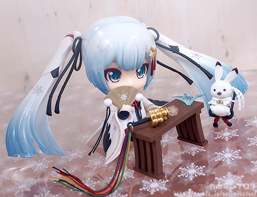 Link a Nendoroid Snow Miku Crane Priestess GSC preview 14