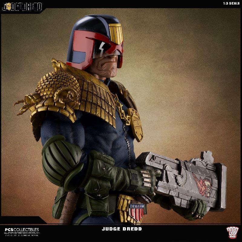Link a PCS-Judge-Dredd-Statue-002