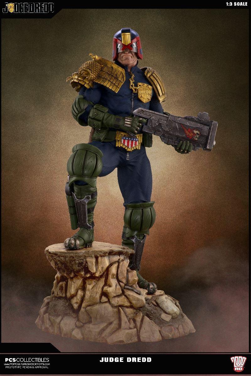 Link a PCS-Judge-Dredd-Statue-003
