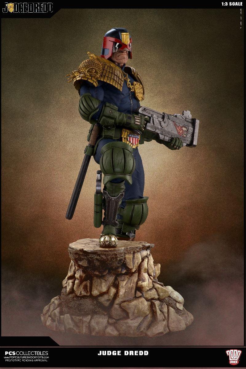 Link a PCS-Judge-Dredd-Statue-004