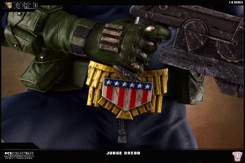 Link a PCS-Judge-Dredd-Statue-007