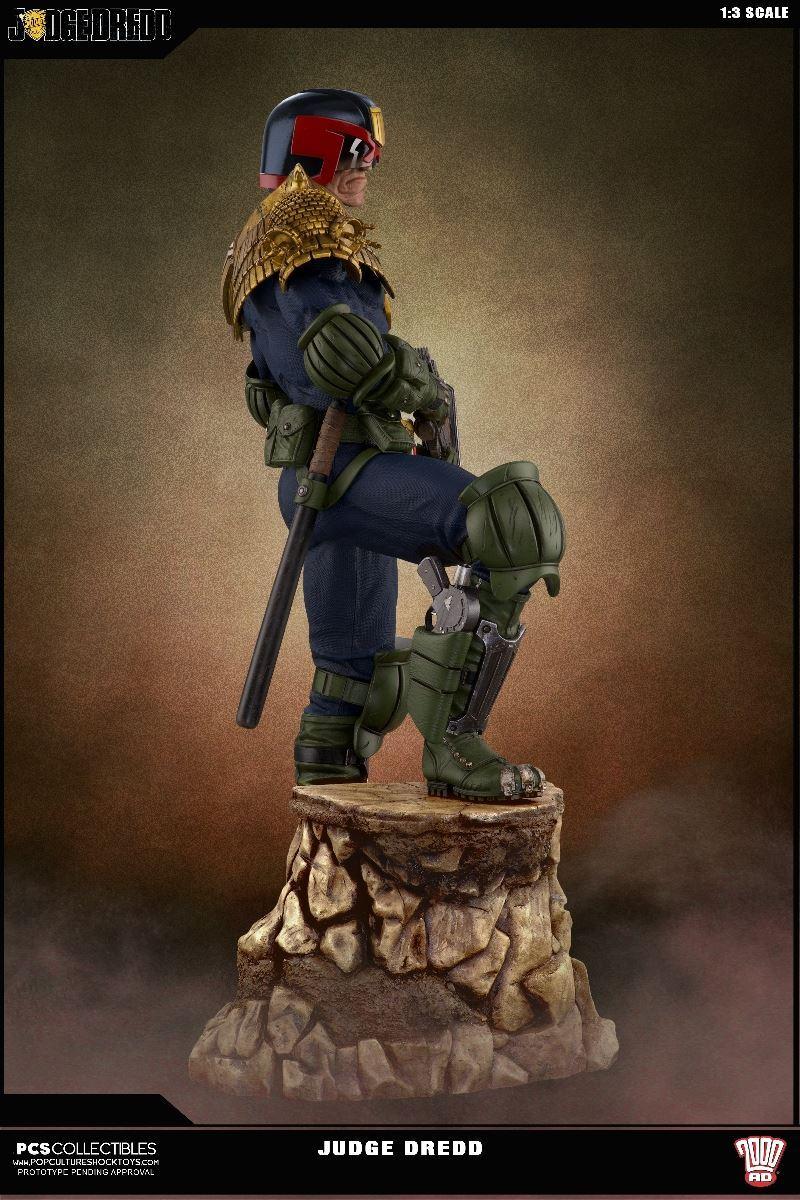 Link a PCS-Judge-Dredd-Statue-008