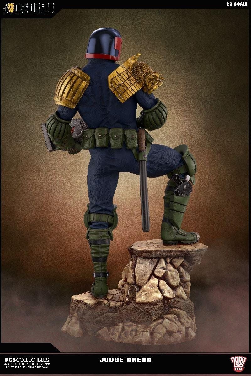 Link a PCS-Judge-Dredd-Statue-011