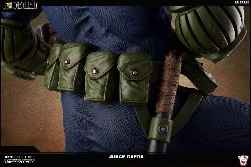 Link a PCS-Judge-Dredd-Statue-012