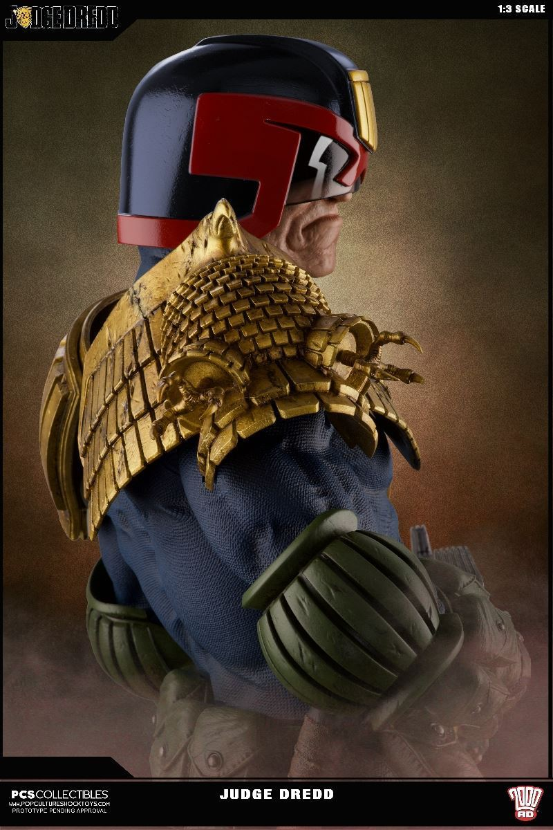Link a PCS-Judge-Dredd-Statue-014