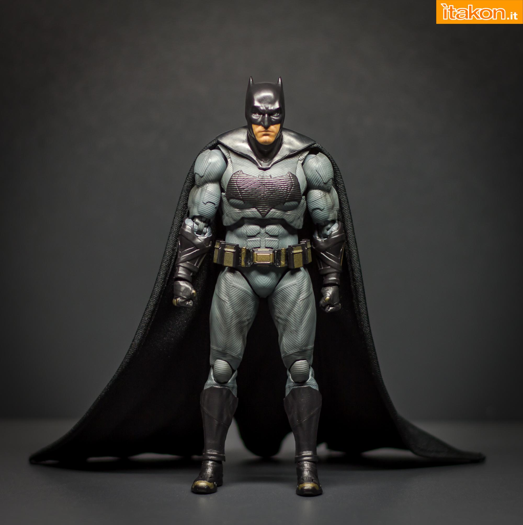Link a Bandai S.H Figuarts Batman Justice League-17