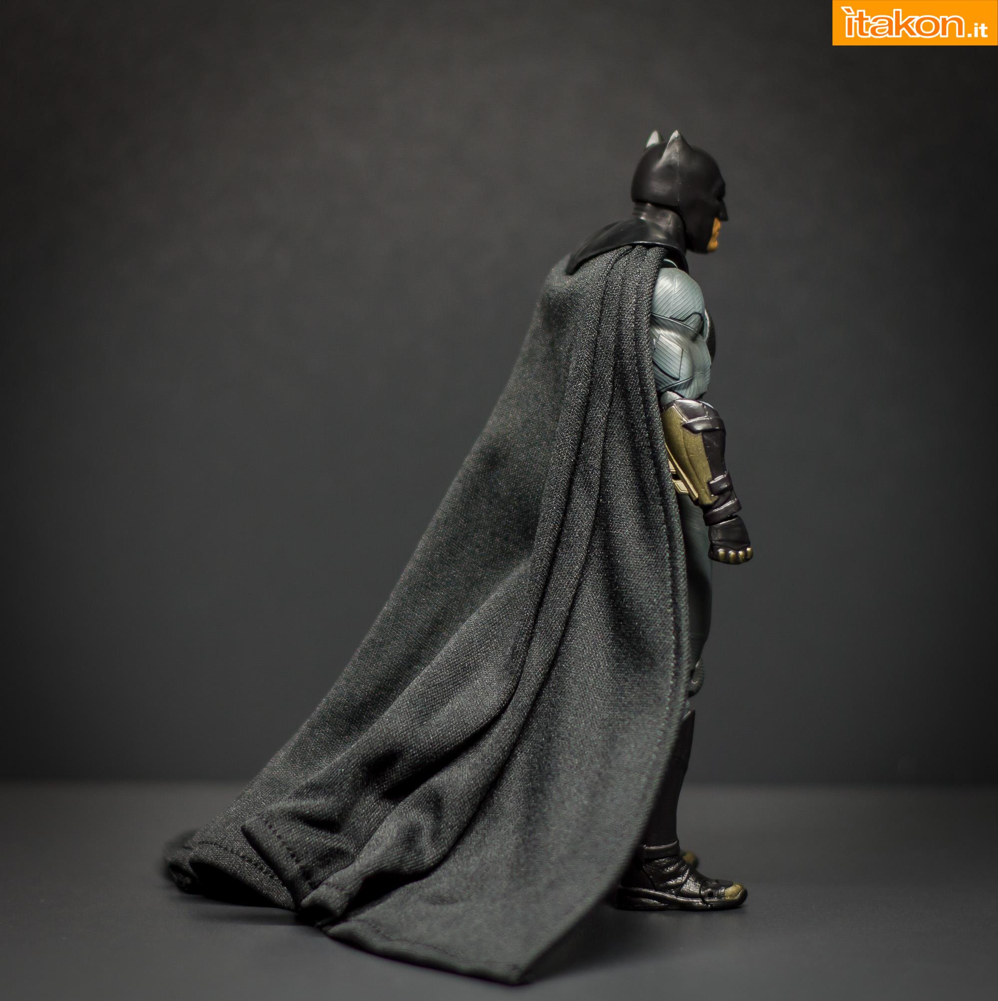 Link a Bandai S.H Figuarts Batman Justice League-22