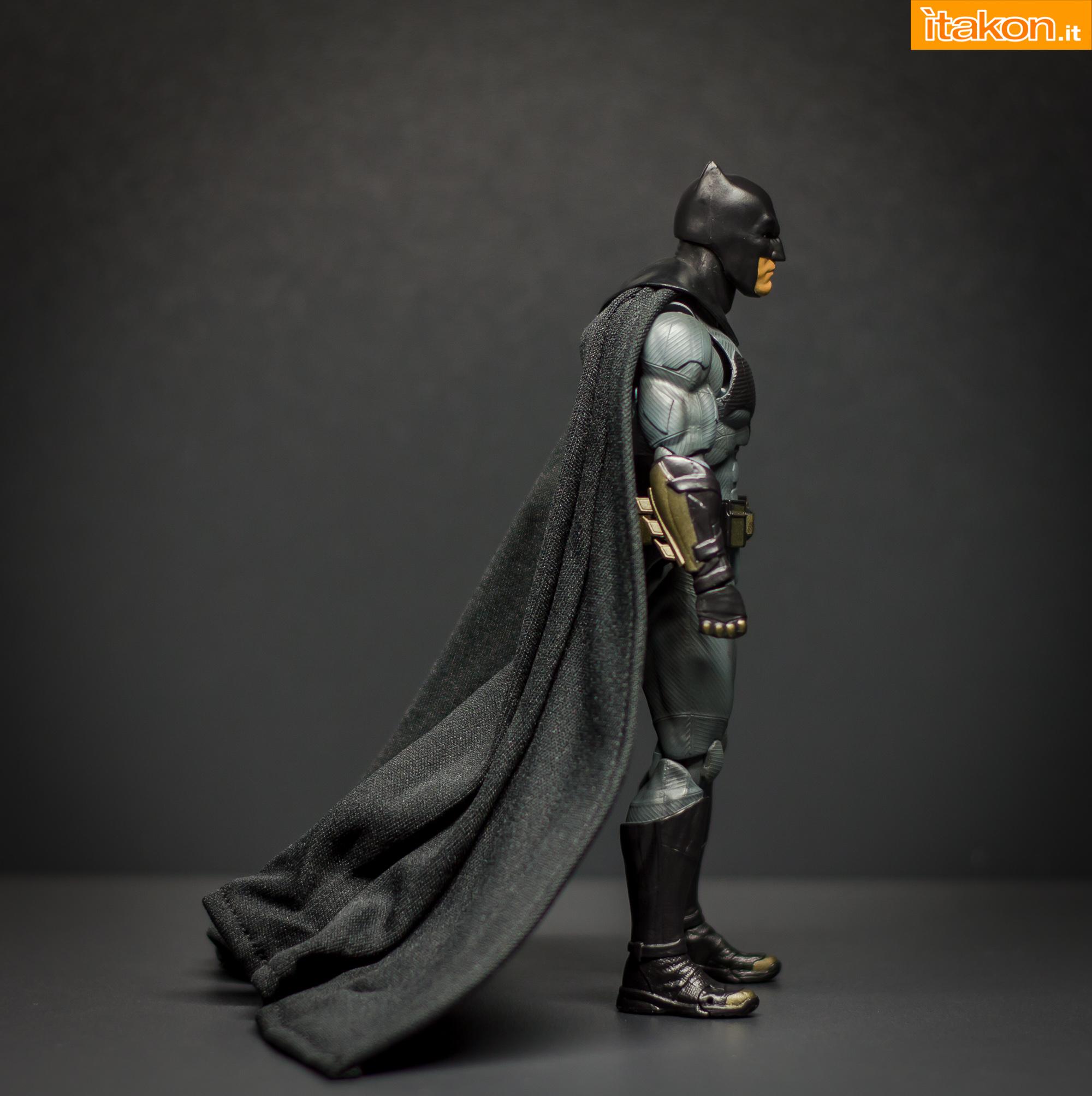 Link a Bandai S.H Figuarts Batman Justice League-23
