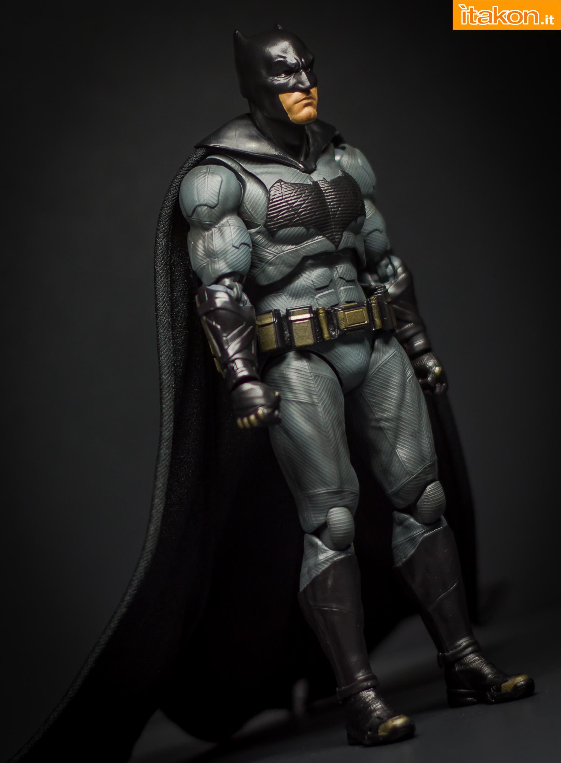 Link a Bandai S.H Figuarts Batman Justice League-26
