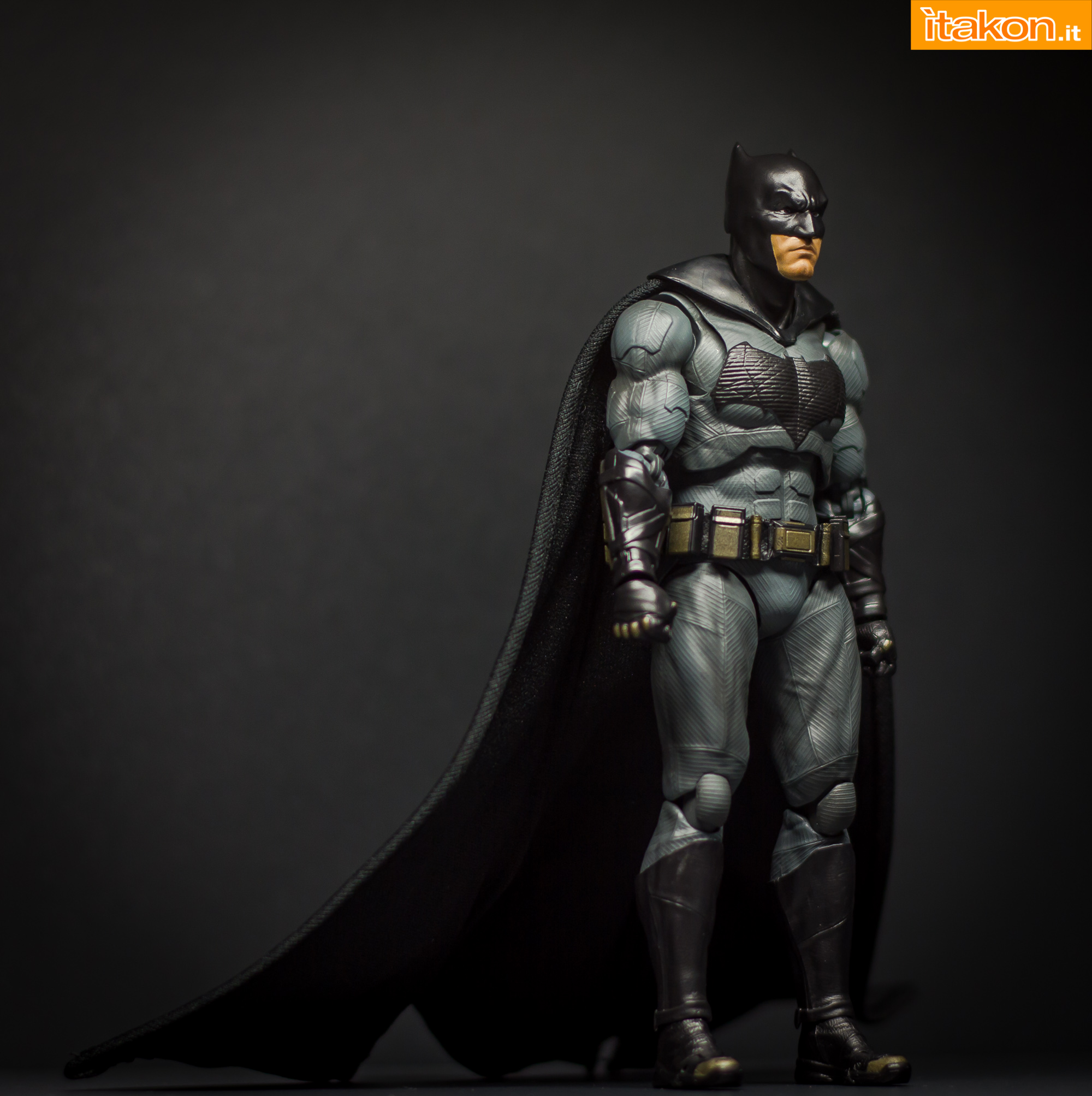 Link a Bandai S.H Figuarts Batman Justice League-27