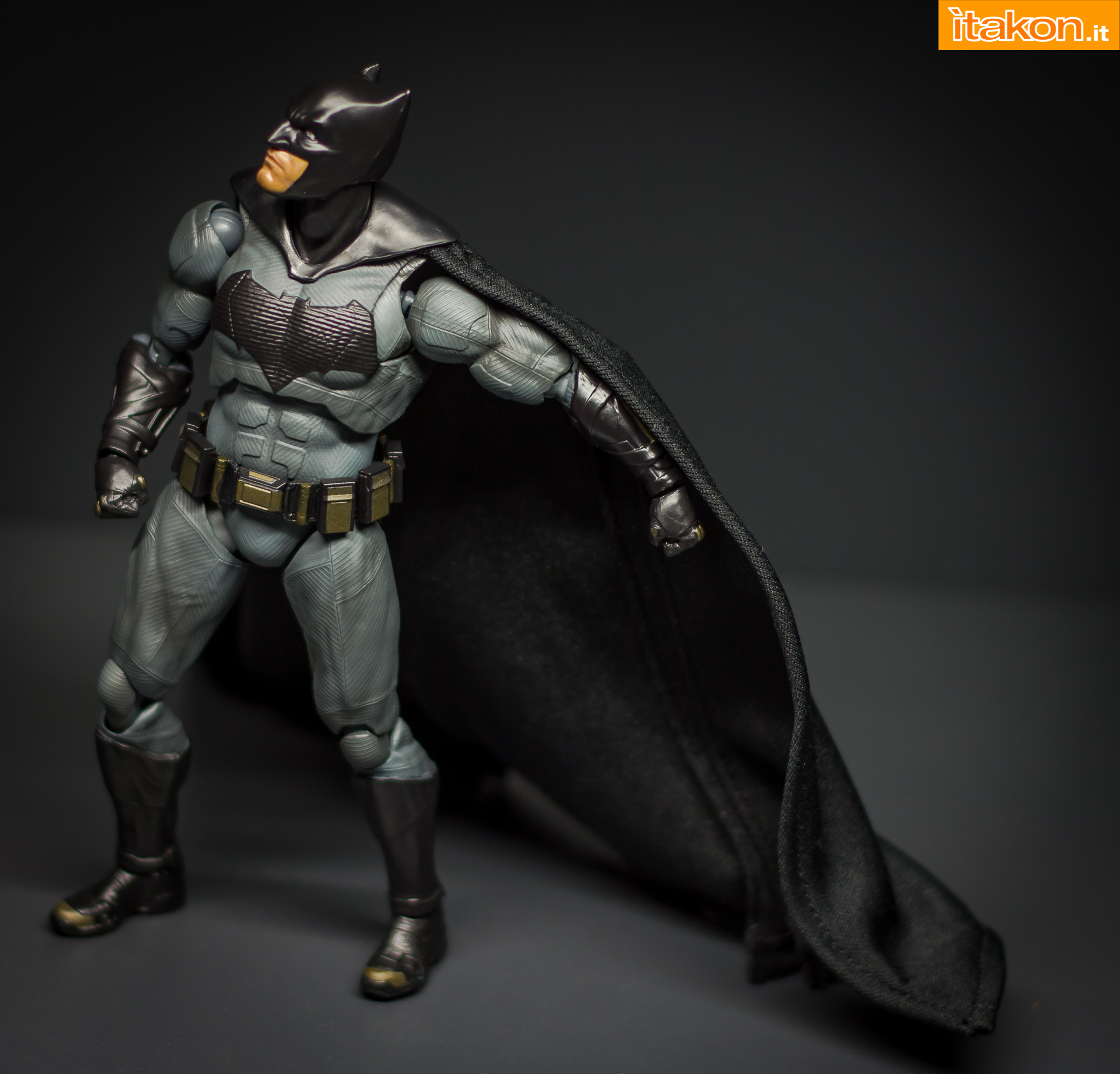 Link a Bandai S.H Figuarts Batman Justice League-31