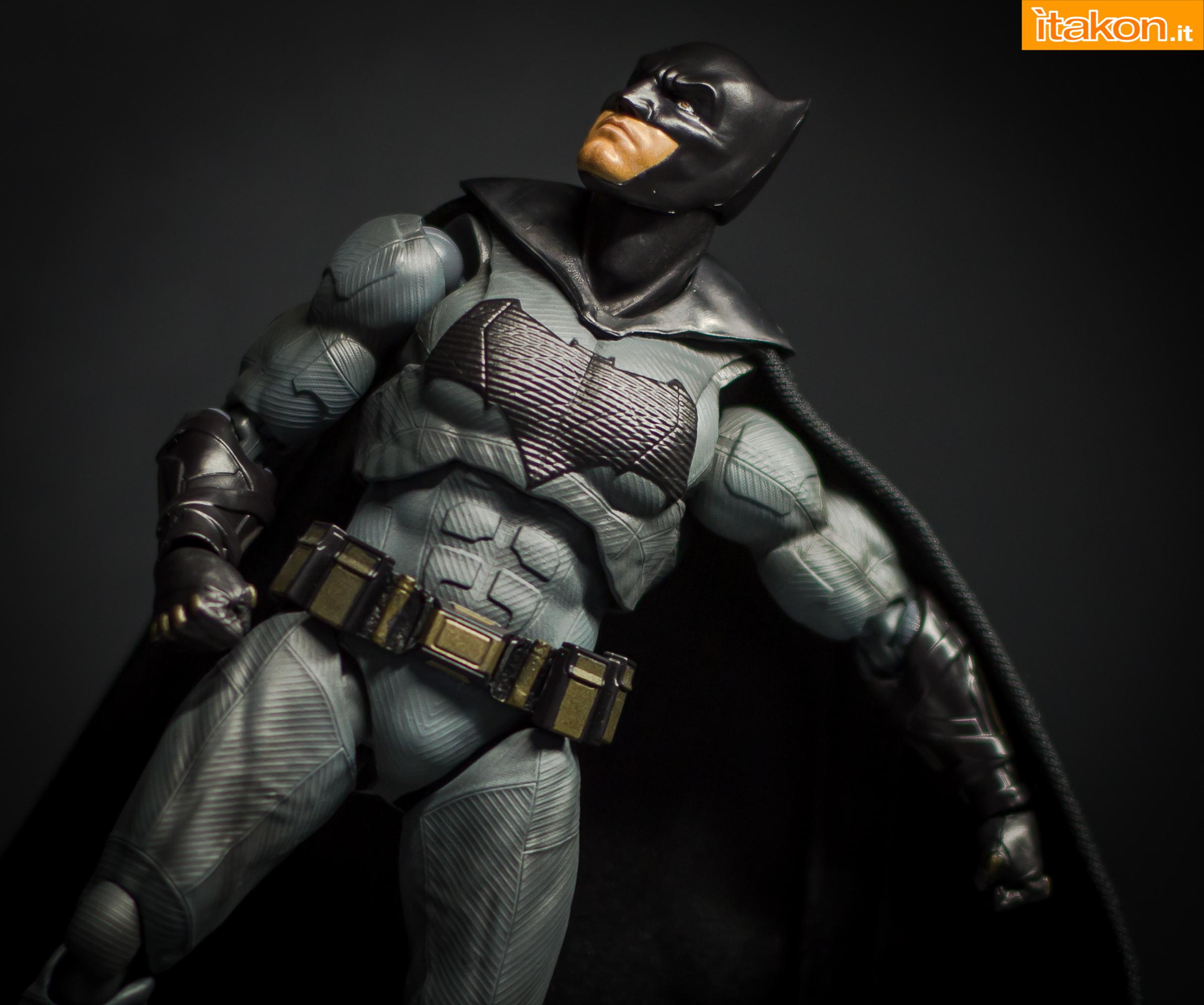 Link a Bandai S.H Figuarts Batman Justice League-33