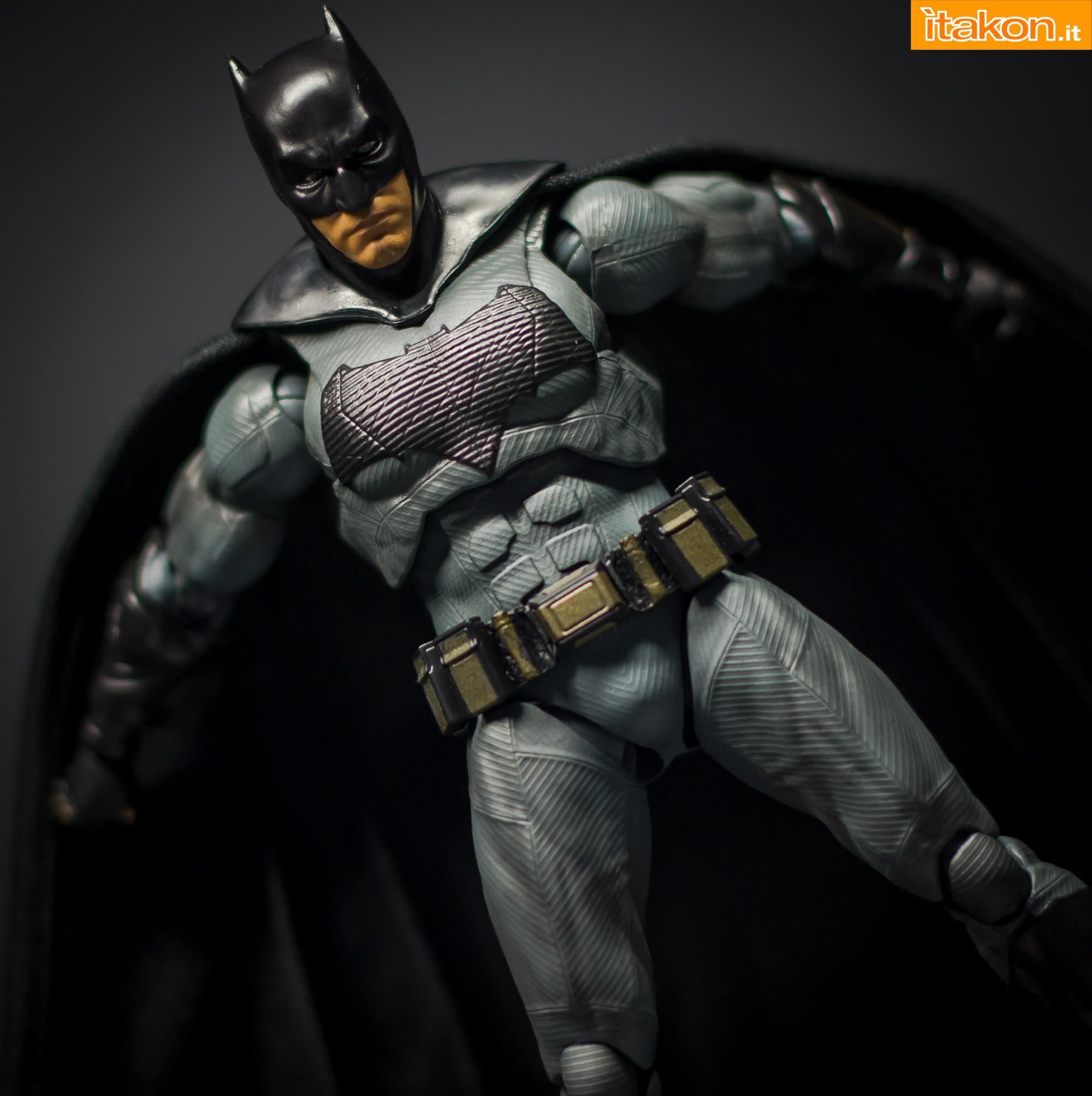 Link a Bandai S.H Figuarts Batman Justice League-36