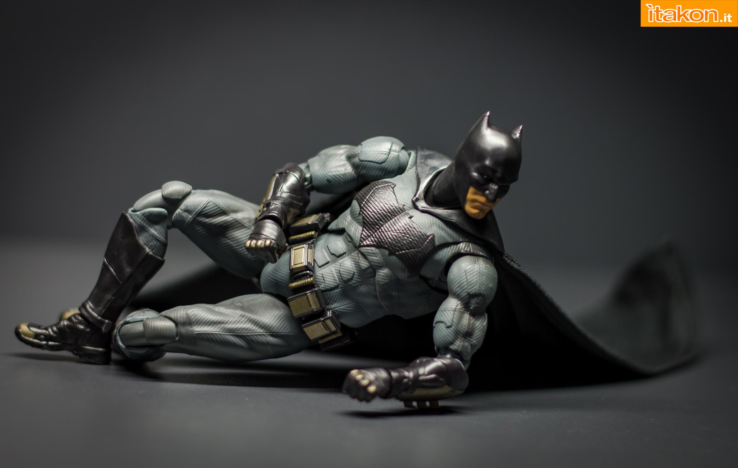 Link a Bandai S.H Figuarts Batman Justice League-37