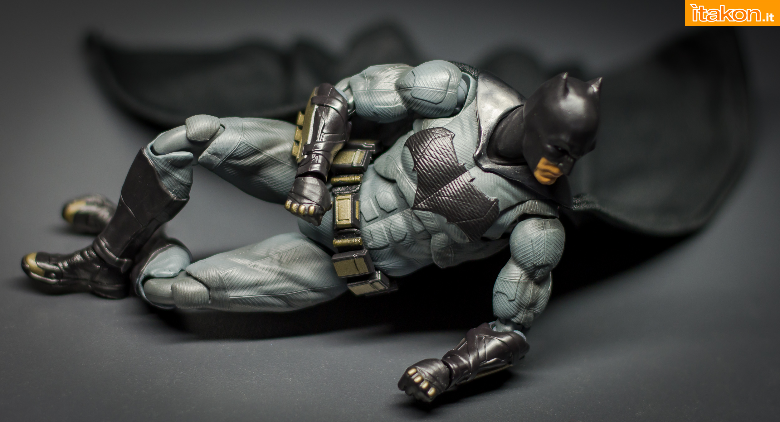 Link a Bandai S.H Figuarts Batman Justice League-38