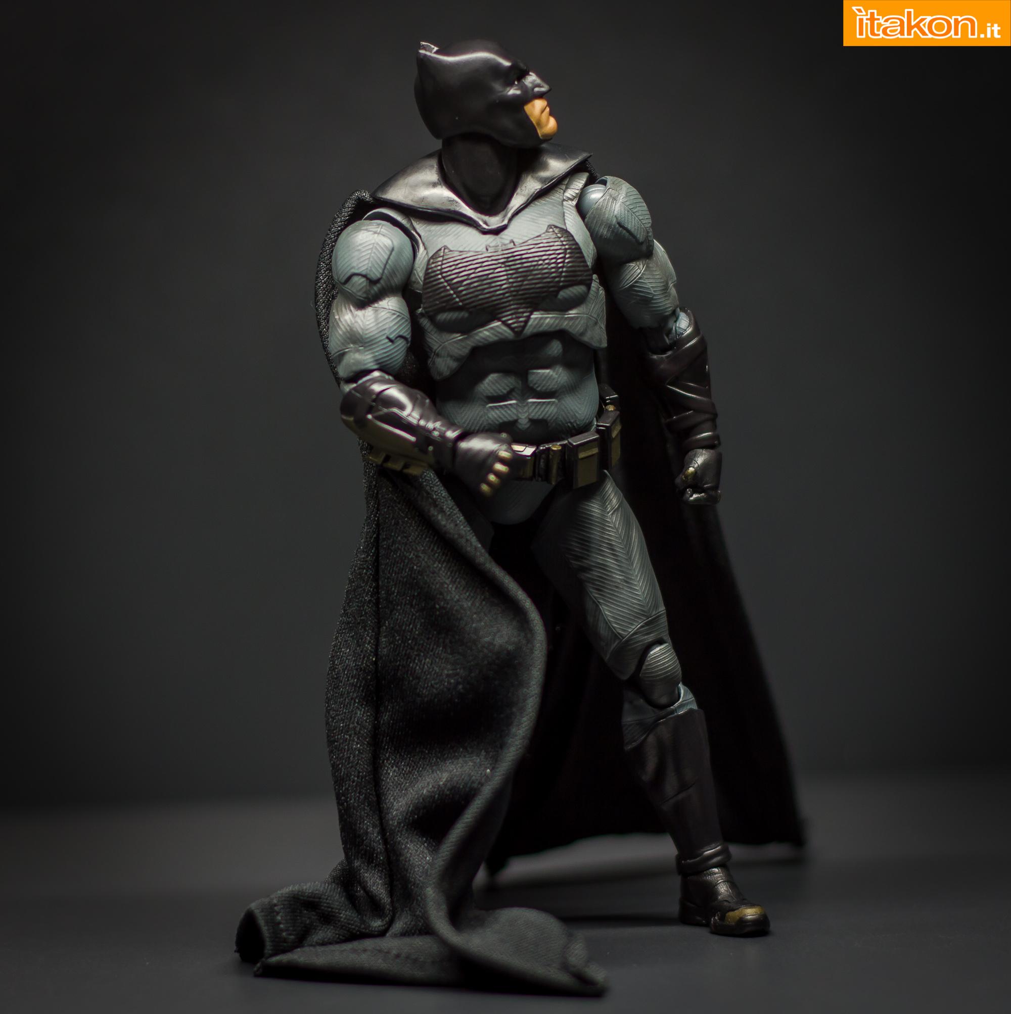 Link a Bandai S.H Figuarts Batman Justice League-39
