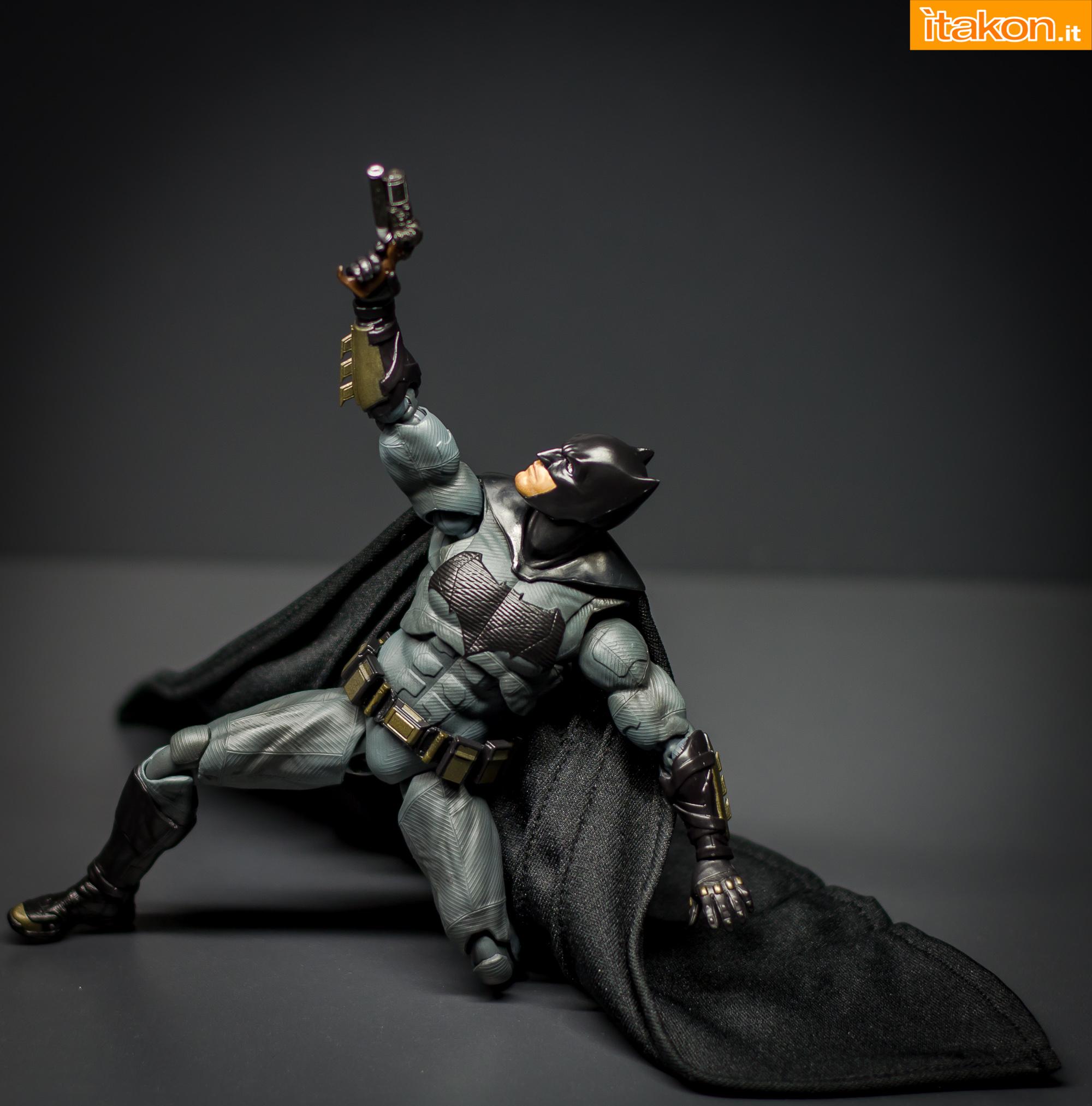 Link a Bandai S.H Figuarts Batman Justice League-44