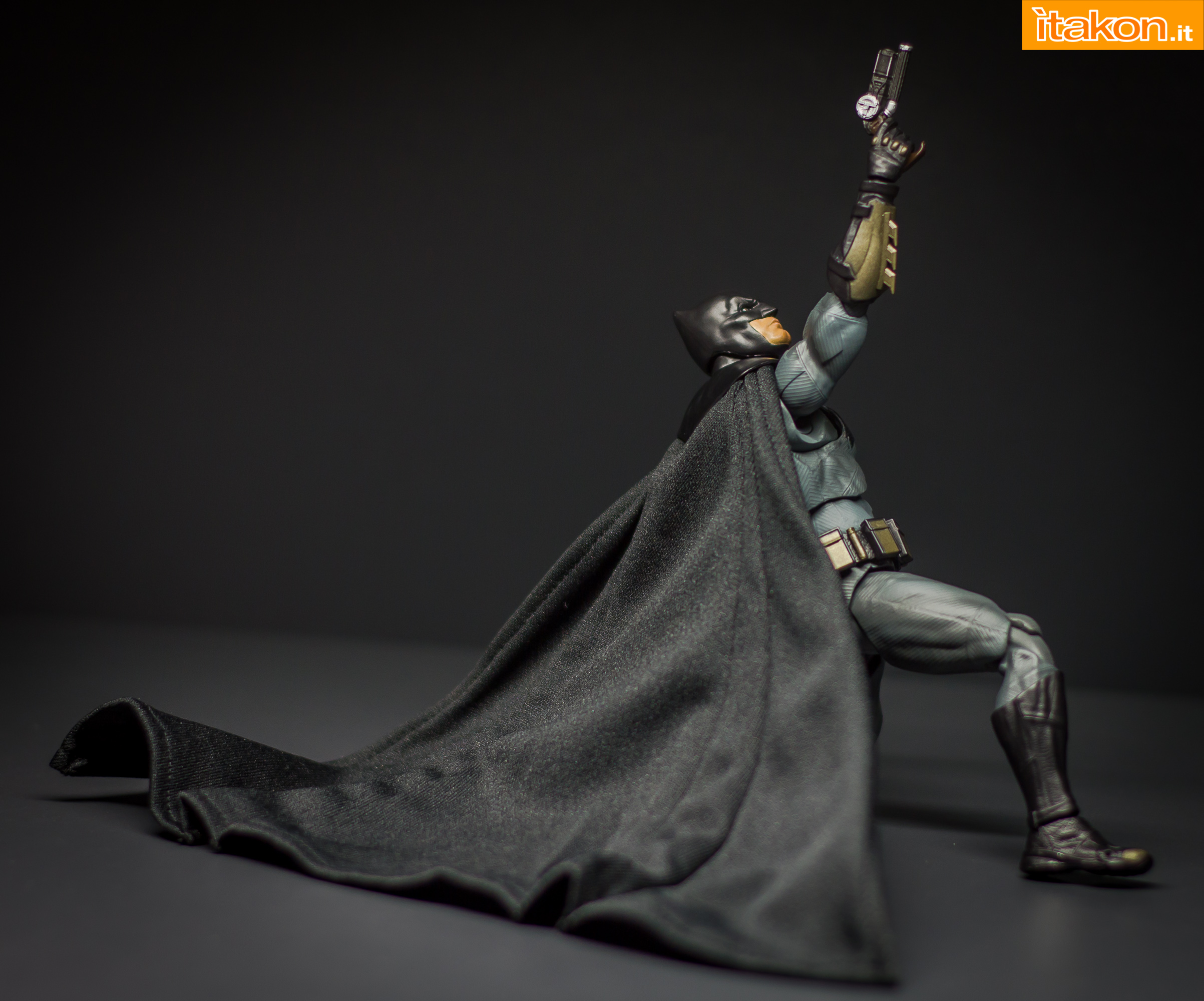 Link a Bandai S.H Figuarts Batman Justice League-46